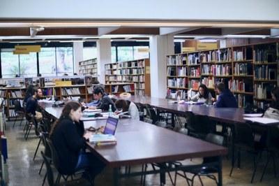 Livres en histoire à nouveau disponibles en BU Lettres Arts Sciences Humaines