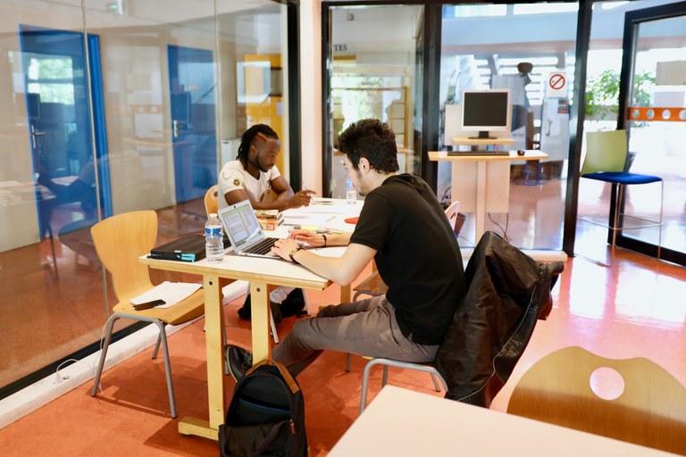 Salle de travail BU Sciences